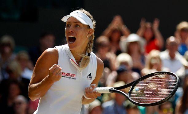 Angelique Kerber eteni vakuuttavasti Wimbledonin naisten kaksinpelin finaaliin.