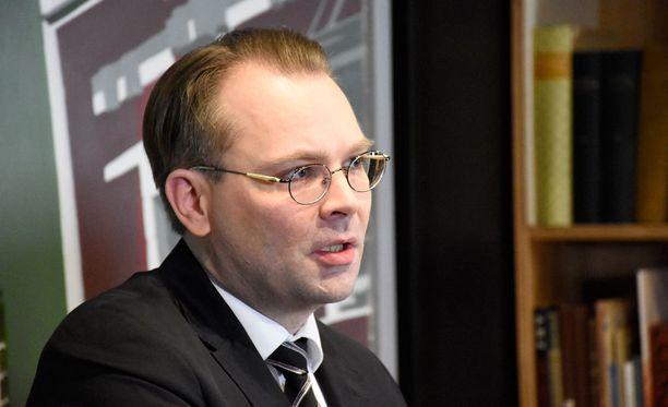 Puolustusministeri Jussi Niinistö ja Yhdysvaltain varapuolustusministeri Robert Work allekirjoittavat tänään Suomen ja Yhdysvaltain välisen aiejulistuksen kahdenvälisestä puolustusyhteistyöstä.