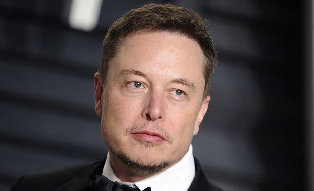 Elon Musk iski silmänsä Heardiin jo neljä vuotta sitten.
