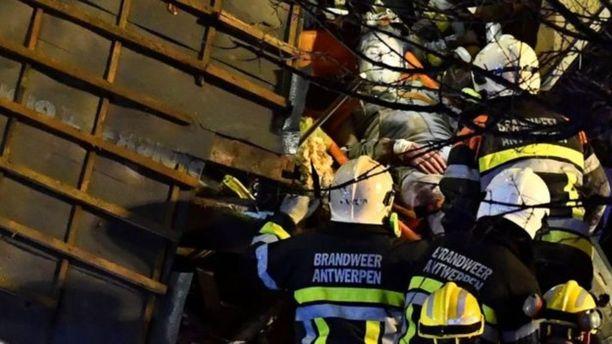 Belgian poliisin mukaan Antwerpenissa on romahtanut kerrostalo, uutisoi muun muassa BBC.