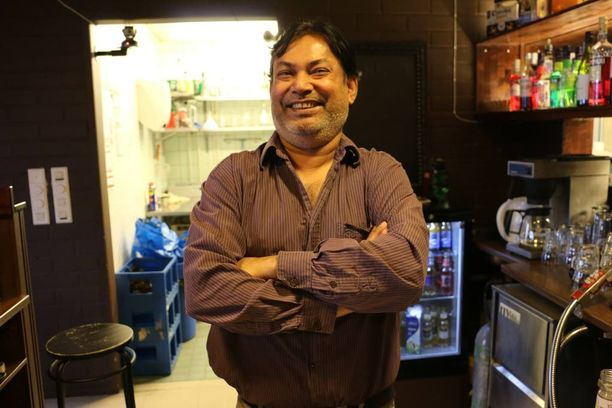 Paikallisessa ravintolassa työskentelevä bangladeshilainen Jashim Chowdaury pitää tervolalaisia suvaitsevaisina ja perhekeskeisinä ihmisinä.