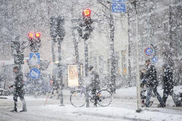 Etelä-Suomeen saapuvat ensimmäiset lumisateet viikonloppuna, mutta lisää on odotettavissa torstaina.