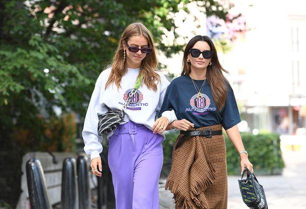 Ysärihenkiset printti t-paidat ja colleget ovat taas suosiossa.