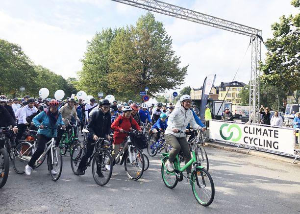 Ympäristö- ja ilmastoministeri Krista Mikkonen (vihr) johdatti osallistujat matkaan syyskuussa.