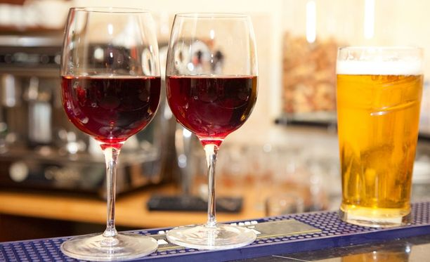 Suomalainen juo vuodessa keskimäärin lähes 11 litraa alkoholia.
