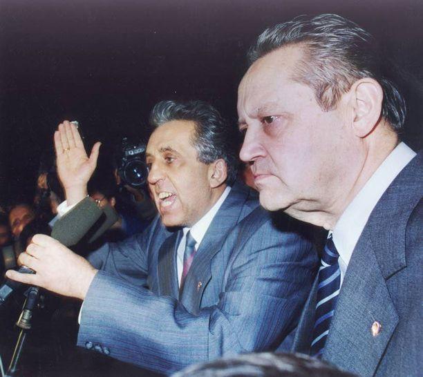 Egon Krenz (vas.) 8.11. vuonna 1989.