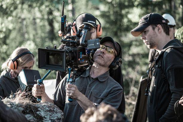 Tuntemattoman sotilaan ohjannut Aku Louhimies on ehdolla parhaaksi ohjaajaksi.