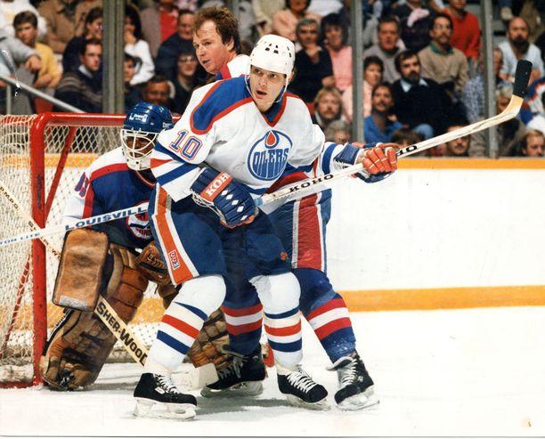 Esa Tikkanen voitti Edmontonissa yhteensä neljä Stanley Cupia. Kuva vuodelta 1987.