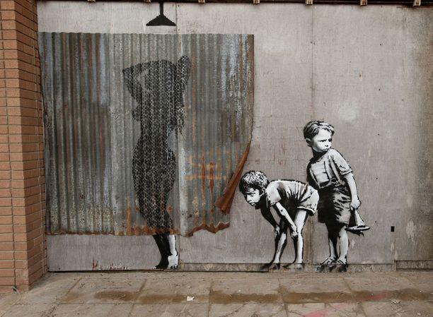 Banksy on tunnettu graffiteistaan, jotka käyttävät olemassaolevaa ympäristöä hyödykseen.