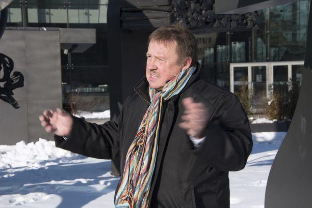 Ne naskalit pitää hommata, muistuttaa Jukka Linkola jäällä liikkujia.
