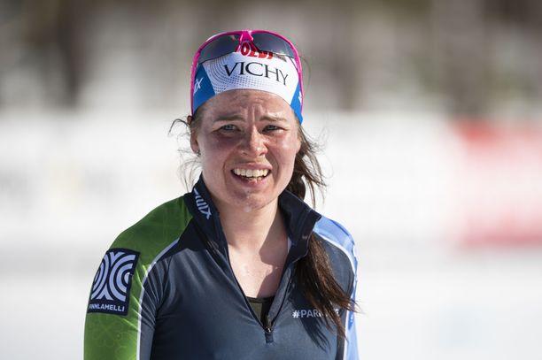 Krista Pärmäkoski palaa korkeanpaikan harjoittelussa normaaliin rytmiin koronakesän 2020 jälkeen.