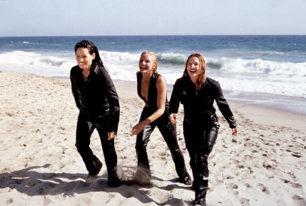 Lucy Liu, Cameron Diaz ja Drew Barrymore Charlien enkelit -elokuvassa vuonna 2000.