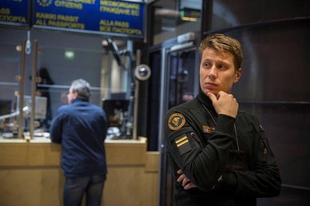 """Lapin rajavartioston mukaan venäläisviranomaisten mahdollisesta roolista ihmisvirran ohjailussa ei ole """"selvää kuvaa""""."""