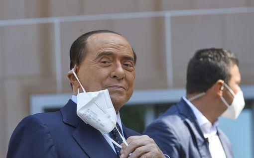 Italian entinen pääministeri Berlusconi kiidätettiin sairaalaan - sanoo voivansa hyvin