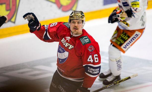 Teemu Ramstedt tekee lyhyen paluun HIFK-paitaan - jääpallossa.