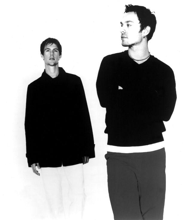 Savage Garden ponnahti maailmanmenestykseen 90-luvun puolivälissä. Yhtyeessä olivat Daniel Jones (vas.) ja Darren Hayes.