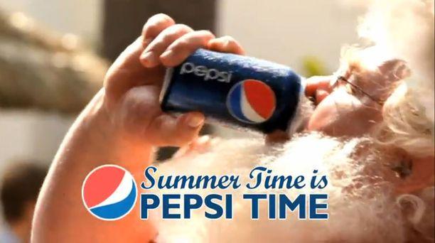 Tämä joulupukki juo mieluummin Pepsiä.
