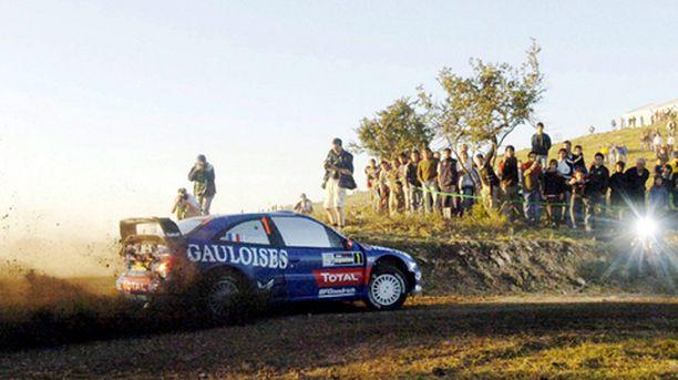 Citroenin Sebastien Loeb ajaa kohti neljättä perättäistä voittoaan.