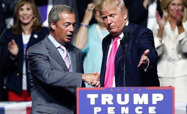 Nigel Farage tuki Turmpia tämän kampanjatilaisuudessa elokuussa.