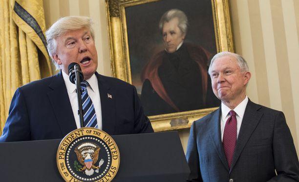 Yhdysvaltain presidentin Donald Trumpin hallinnon oikeusministeri Jeff Sessions kumosi Barack Obaman viime elokuussa asettaman säännön, joka kielsi oikeusministeriötä käyttämästä yksityisiä vankiloita liittovaltion vankien sijoittamiseen.
