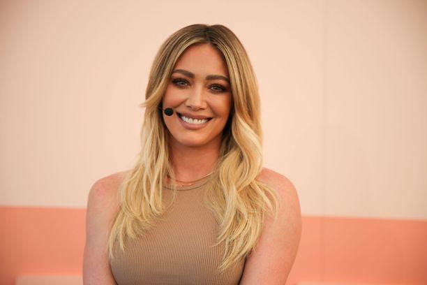 Näyttelijä Hilary Duff kertoo odottavansa lasta.