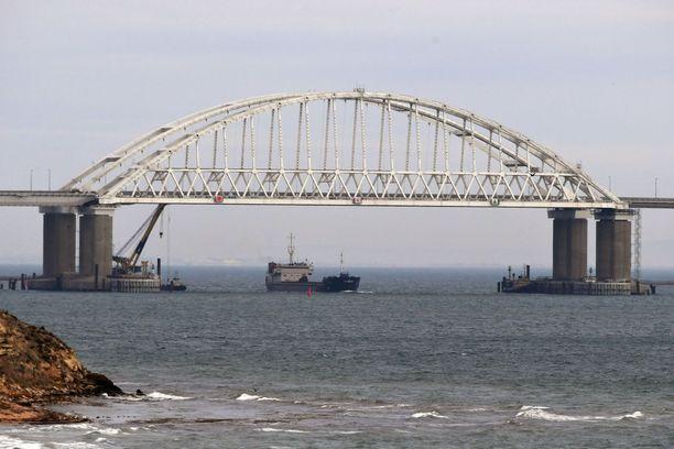 Venäjän ja Ukrainan välinen tilanne kärjistyi marraskuun lopulla Asovanmerelle johtavalla Kertshinsalmella, kun Venäjä valtasi kolme Ukrainan laivaston alusta.