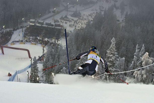 Levillä on laskettu muun muassa alppihiihdon maailman-cupia. Tässä alppihiihtotähti Tanja Poutiainen vauhdissa vuonna 2009.