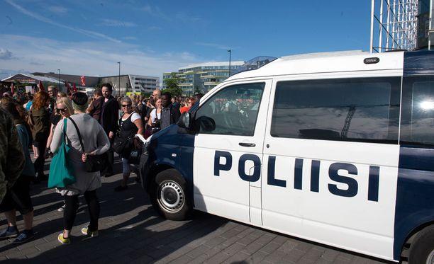 Poliisi oli paikalla valvomassa mielenosoituksen sujumista Helsingissä.