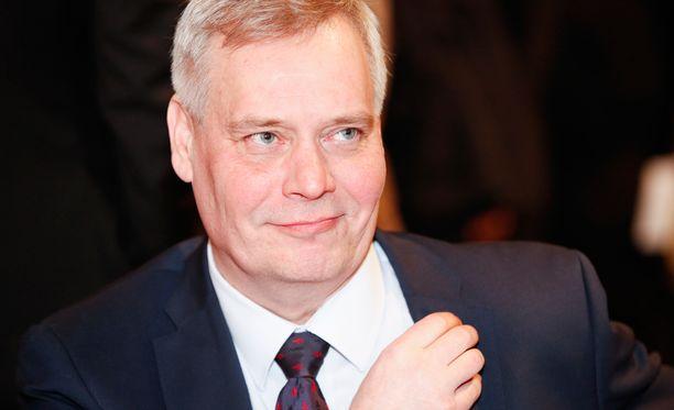 Helsingin Sanomien mukaan Rinteen johtama SDP on edelleen kannatuskyselyiden kärjessä.