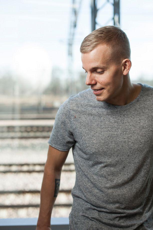 Elastinen julkaisi keskiviikkona uuden Super-videonsa. Sen ovat ohjanneet Jaakko Manninen ja Hannu Aukia.