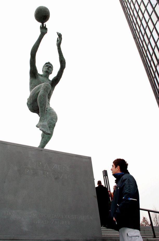 Drazen Petrovicin muiston kunniaksi on pystytetty patsas Zagrebiin.