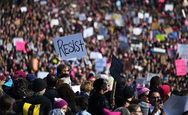 Naisten marssi -mielenosoitukseen osallistui satoja tuhansia ihmisiä useissa eri kaupungeissa ympäri Yhdysvaltoja.
