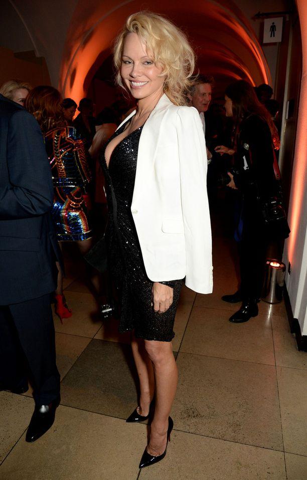Pamela Anderson haluaa väärin perustein syytetyille miehille oikeuksia.