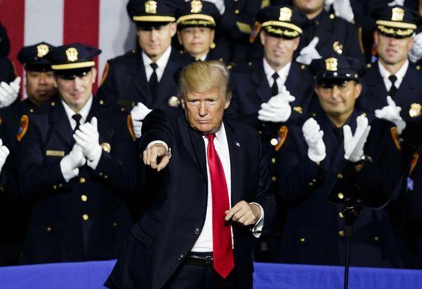 Trump piti puheensa Long Islandin saarella New Yorkissa.