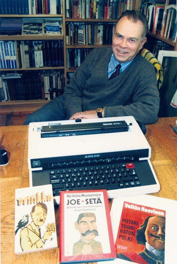 Veikko Huovinen halusi varoittaa ihmisiä kirjoittamalla elämäkerrat Hitleristä, Stalinista ja Pietari Suuresta.
