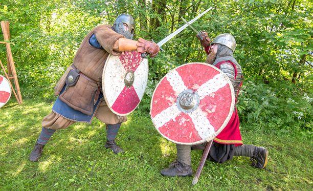 Faravidin sudet vieraili Kauhavan Puukkofestivaaleilla elävöittämässä keskiaikaa.