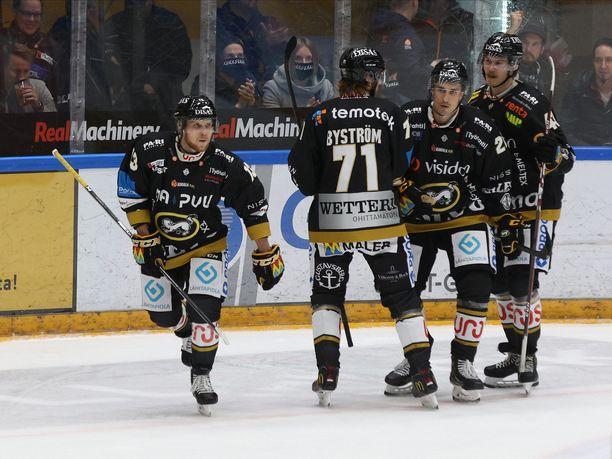 Koko Kärppien joukkue on asetettu koronakaranteeniin.