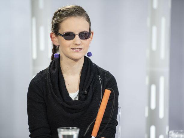 Sokea urheilutähti Ronja Oja pistäytyi Susanne Päivärinnan vieraana.