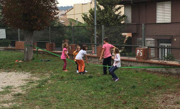Mare de Déu del Sòl del Pont -koulun leikkipaikka oli kovassa käytössä jo lauantaina.
