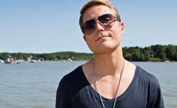 Cheek nousi Suomen eturivin artistien joukkoon viimeistään Vain elämää -ohjelman myötä.