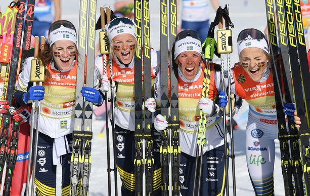Ruotsin naiset juhlivat viestin MM-kultaa vuonna 2019.