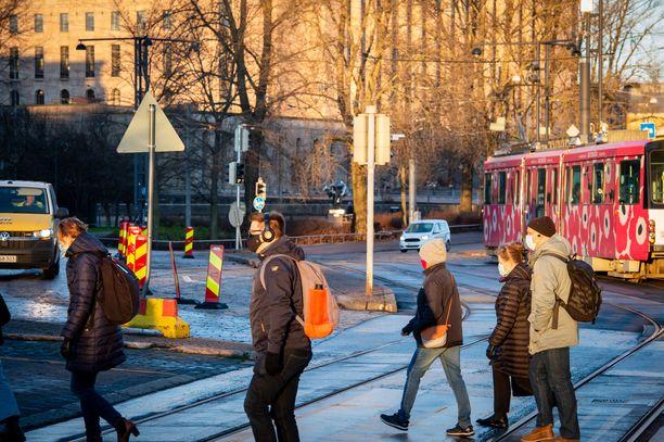Suomessa todettiin 438 uutta tartuntaa keskiviikkona.