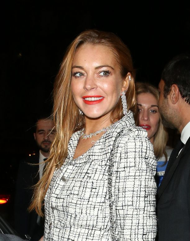 Tiistaina Lindsay bongattiin poistumasta Morton's Club -yökerhosta Lontoossa, jossa hän on asunut viime vuodesta lähtien.