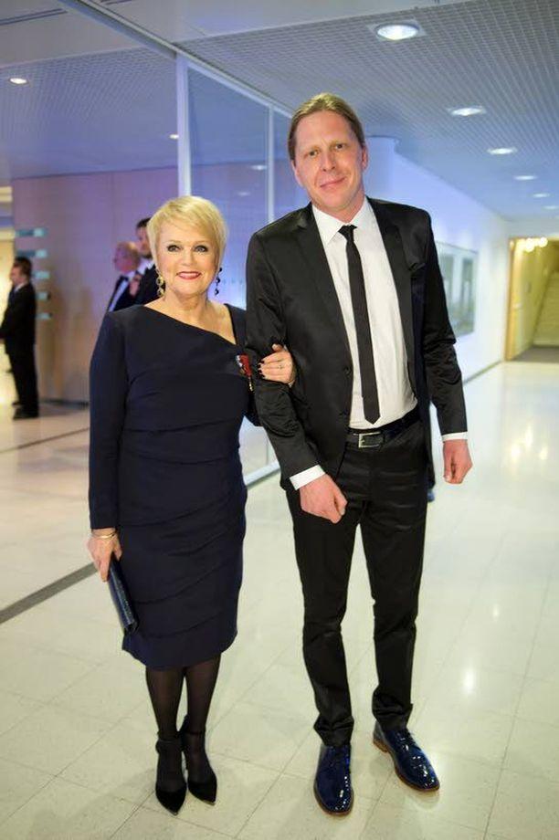 Katri Helenan puoliso ja manageri Tommi Liimatainen on ihmettelee Turun seurakunnan toimia.