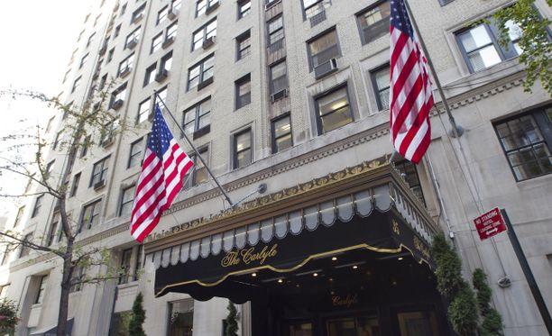 De-Meyer oli majoittunut New Yorkin keskuspuiston reunamilla sijaitsevaan Carlyle-hotelliin.