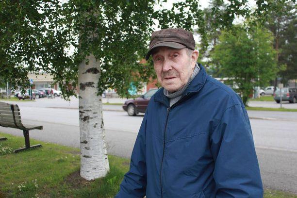 Erkki Lahti iloitsee selviytymisestään.