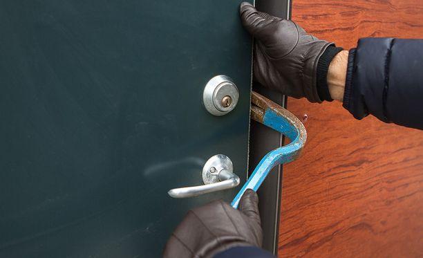 Chilestä kotoisin oleva kolmikko ehti tehdä viisi asuntomurtoa, ennen kuin poliisi otti heidät kiinni.