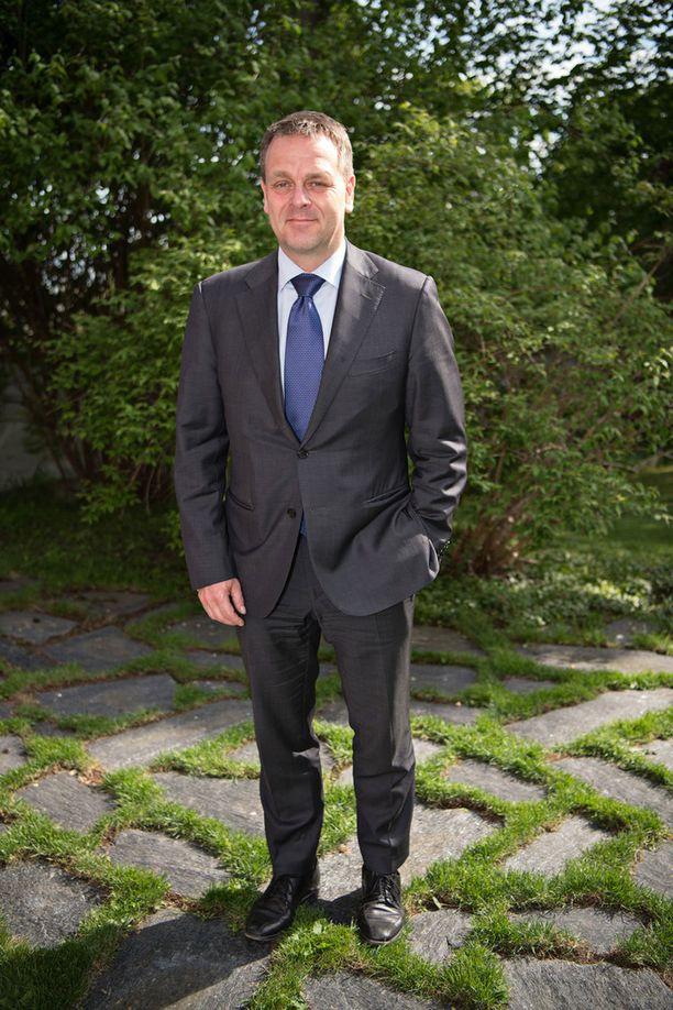 Helsingin pormestari Jan Vapaavuori saapui juhlaan yksin.