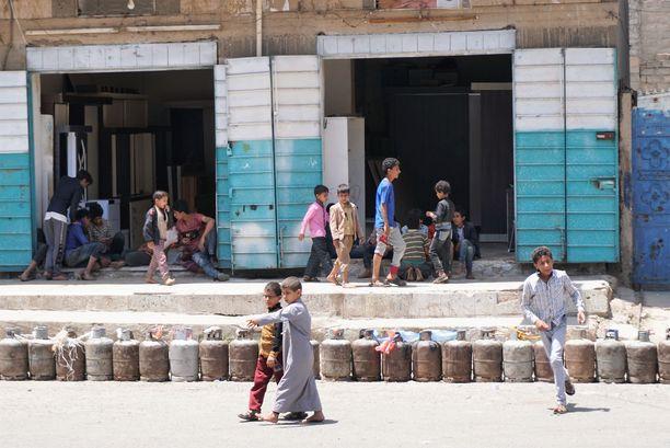 Lapset leikkivät Sanaassa tiistaina.