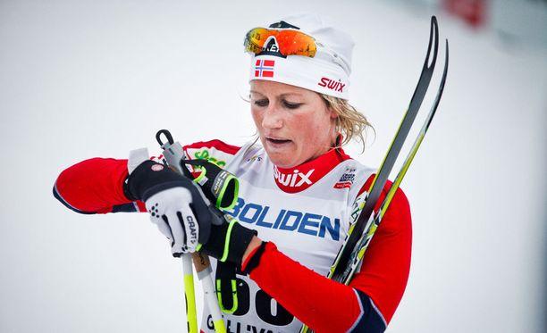 Viisinkertainen arvokisamitalisti Vibeke Skofterud tiedotti tänään panevansa kilpasukset naulaan.